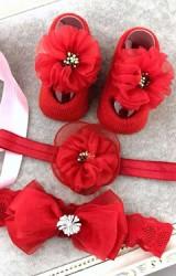 เซ็ตถุงเท้าเด็กมาพร้อมสายคาดผมสีแดง ถุงเท้าแต่งดอกไม้ฟู สายคาดผมดอกไม้และโบว์ซ้อน